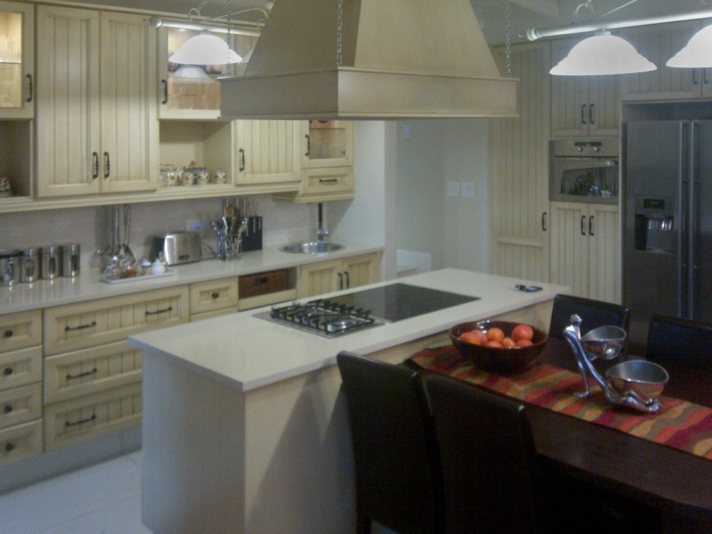 Kitchen designer kitchens cupboards for Kitchen company