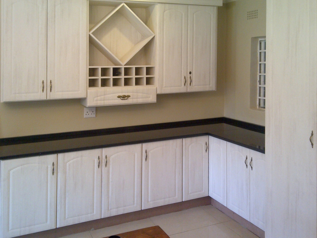 Kitchen designer kitchens cupboards for Kitchen designs pretoria